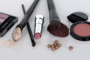 kak pravilno xranit kosmetiku